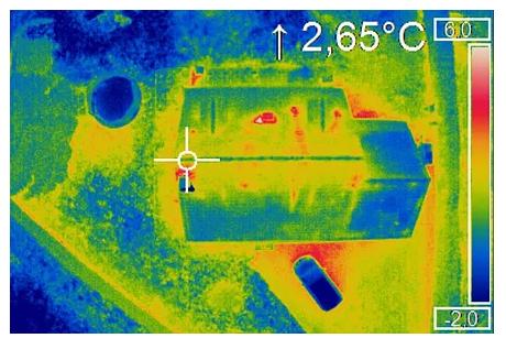 Thermographie aérienne du toit d'une maison
